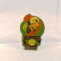 1990 Disney PIN Disneyland 35th Anniversary Frontierland Goofy Coonskin Cap 1793