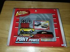 Johnny Lightning-Pony Power Garage (Mustang & Challenger) Diecast Set Scale 1:64