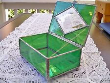 A JEWELRY BOX of WISPY WHITE~EMERALD GREEN STAINED GLASS & A BEVELED DIAMOND LID