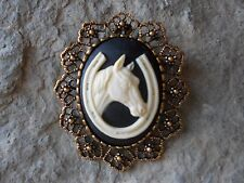 / Pin / Pendant - Racetrack, Lucky! 2 In 1- Horse And Horseshoe Cameo Brooch