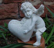 Engel hält Herz mit Rosen in den Händen  Garten Figur Grab Dekoration Neu