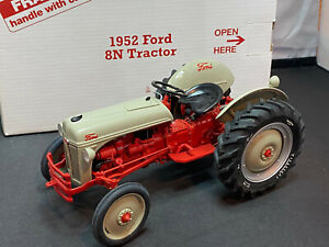 Danbury Mint 1952 Ford 8N Farm Tractor 1/16 Scale Diecast New