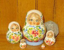 Genuino ruso Anidamiento Muñeca 5 Matryoshka PequeñA Blanco Azul Miniatura Marchenko