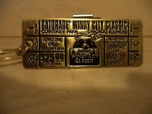 GATORADE WINDY CITY CLASSIC KEYCHAIN NEW COMISKEY PARK WHITE SOX - CUBS GAME