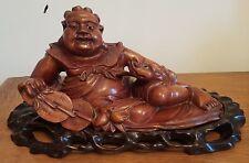 Grand Bouddha de fortune en bois clair et socle en bois noir. XIX