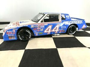 ELITE 1:24 Terry Labonte #44 Piedmont Airlines 1984 Chevrolet #757 of 800