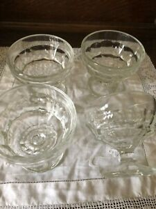 4 VINTAGE SUNDAE JELLY TRIFLE GLASSES JACOBEAN PATTERN Excellent condition