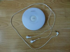 SONY Walkman CD Player D-EJ000 with L / R earphones - white
