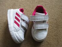 WHITE AND RED ADIDAS ORTHOLITE TRAINERS INFANT SIZE UK 4 - GOOD CONDITION