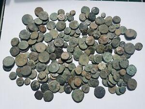 gros lot de 214 monnaies antiques principalement Grecque à nettoyer ! 745 g