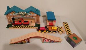 Thomas Wooden Railway Train Rare James Sorts it out Exclusive pieces.    Ns