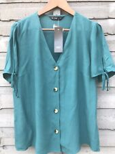 LADIES GREEN V NECK BUTTON UP SUMMER TOP. SIZE 14. BNWT.