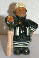 Figur Feuerwehrmann stehend 17 cm h mit Flaschenöffner 12,5 cm Polyresin Deko
