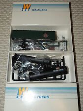 HO Scale Walthers Gulf Tank Car and Railway Express Agency Reefer Detailed Cars