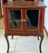 VTG ANTIQUE WOODEN GLASS FRAMED 2 DOOR TRINKET CABINET ON LEGS 2' TALL