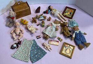 Vintage Artisan Dolls Toys Pictures Child's Room  Etc Dollhouse Miniature 1:12
