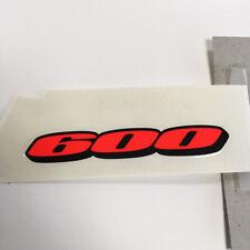 """Suzuki Genuine Part - Emblem, Seat Tail Cover """"600"""" LH (GSX-R600 K6-K7 For DYH)"""