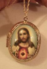 Striking Sacred Heart of Jesus Blessing Glass Cameo Locket Medal Goldtn Necklace