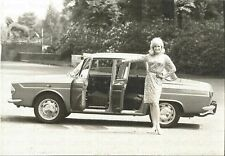 RENAULT R 10 Major 1966 Werkfoto Pressefoto mit Dame Foto Photograph Photo Auto