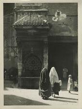 La fontaine Nedjarine à Fès (Maroc, Morocco). Ca. 1935.
