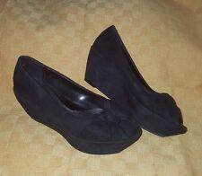 Simply Vera Wang  Black Wedge Sandal Shoe Women's Size 6