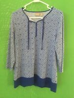 7715)  CHICO'S sz 0 blue pullover polyester knit top geometric