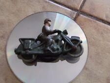 QUIRALU ou ALUDO petit soldat  moto militaire