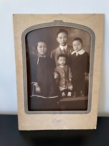 EARLY CHINESE IMMIGRANT FAMILY in SAN FRANCISCO VINTAGE STUDIO PORTRAIT PHOTO