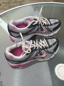 Nike Bowerman Series women's running/trainng shoes gray US size 7 medium