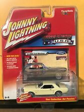 1/64 JOHNNY LIGHTNING MUSCLE CARS USA 1965 FORD MUSTANG COUPE TAN