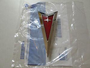 2006-2010 PONTIAC SOLSTICE FRONT BUMPER EMBLEM 15275785