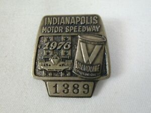 1976 Indianapolis 500 Silver Pit Badge Johnny Rutherford Hy-Gain / McLaren /Offy