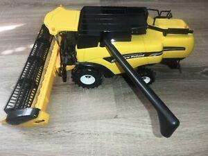 Britains 40527 - Elite New Holland CX880 Combine Harvester 1/32