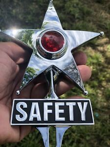 NEW VINTAGE STYLE SAFETY STAR LICENSE PLATE TOPPER THAT LIGHTS UP RED !