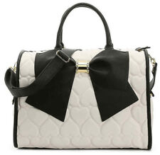 BETSEY JOHNSON WEEKENDER  X-LARGE DUFFLE BAG CREAM LUGGAGE BOW  NEW HEARTS