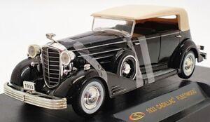Signature 1/32 Scale Model Car 25090 - 1933 Cadillac Fleetwood - Black