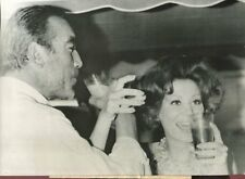 CINEMA PHOTOGRAPHIE ORIGINALE Anthony QUINN et Irina DEMICK CANNES 1964
