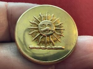 BLOUNT BARONETS SUN w SPURRED BOOT in FACE 27mm GILT LIVERY BUTTON FIRMIN c 1920