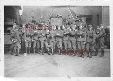 Gruppenfoto Soldaten Nachrichten - Trupp am LKW
