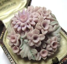 GORGEOUS VINTAGE JEWELLERY PLASTIC RESIN CARVED FLOWER FLORAL Pin BROOCH