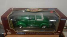 1937 FORD CONVERTIBLE DIECAST METAL DELUXE EDITION SCALE 1:18 ROAD Legends