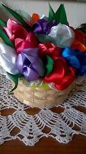 Cestino di fiori tulipani, centrotavola fatto a mano con nastro di raso