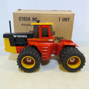 Scale Models Versatile 1150 Tractor Triples Gold Cab  1/32 VR-99000291-B
