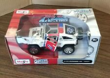 Maisto Custom Shop Hummer HX Concept Search & Rescue 1:24 in Scale New in Box