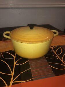 Le Creuset casserole dish Pot Cast Iron Size D Rare Yellow Colour Vintage