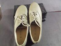 Soft Spots Women's 7.5 N beige leather sneakers