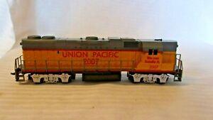 HO Scale Life-like Diesel Locomotive Union Pacific #2007 Yellow & Gray