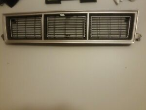 1982-1990 GMC S-10, S-15 1989 GMC  GRILLE GM NEW