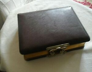 VICTORIAN PHOTOGRAPH ALBUM CABINET CARDS AND CDV