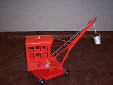 TRI-ANG - VINTAGE - CRANE WITH BUCKET - LOOKS AND WORKS GREAT - ENGLAND - USED